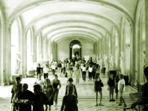 louvre-museum-paris-1487808-640x480