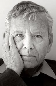 Foto Wikipedia: Amos Oz in Brussel, september 2005
