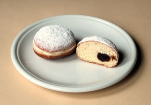 """""""Berliner Pfannkuchen"""" met pruimenmoes"""