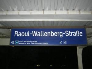 S-Bahn station nabij de Mark Twain bibliotheek in Marzahn
