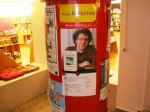 Reclamezuil in de Mark Twain bibliotheek in Berlijn Marzahn