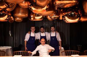 """Paco Pérez kocht auf der Berlinale zu einer filmischen Hommage an den fast vergessenen Wein aus Spaniens Süden. Doch nicht nur der Sherry inspiriert den katalanischen Spitzenkoch – auch das Kino prägt seine Gerichte im Sternerestaurant """"Cinco""""."""