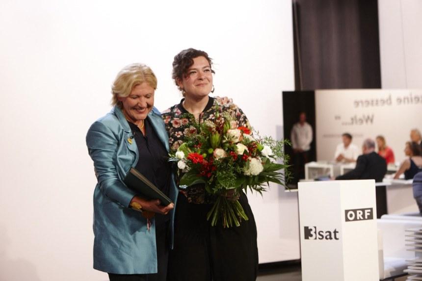 Nora Gomringer (r) wint Ingeborg-Literatur-Preis 2015. Foto Johannes Puch - www.johannespuch.at