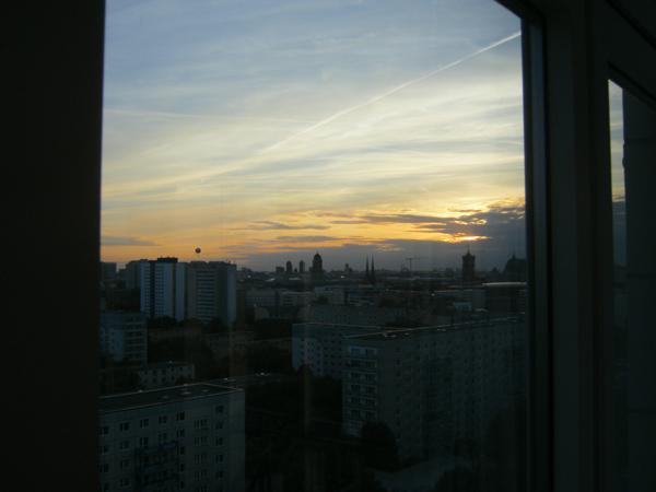Uitzicht vanaf de Panorama Lounge aan de Strausberger Platz in Berlijn