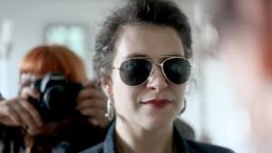 De dichteres Nora Gomringer presenteert de 1e speciale Kulturzeit-uitzending. Foto: © Judith Kinitz