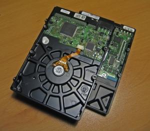 hard-disk-drive-1243361-639x558