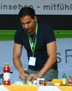 "Attila_Hildmann kookt tijdens ""Veggie Street Day Dortmund"", 14-08-2010."