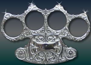 De zilveren boksbeugel met vier diamanten.